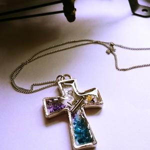 十字架のネックレス