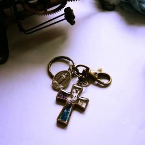 十字架のキーホルダー