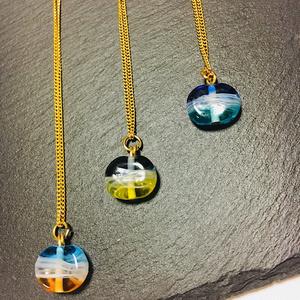 波模様ガラスのネックレス