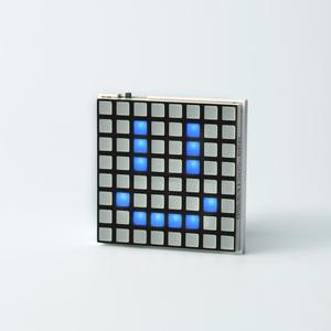 Hicarix Badge (BLUE) - アプリで書換え電光掲示板バッジ