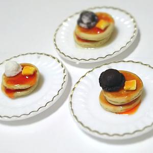 ミニチュアパンケーキor目玉焼き