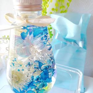 蝶ハーバリウム ブルー&ホワイト しずく型ボトル