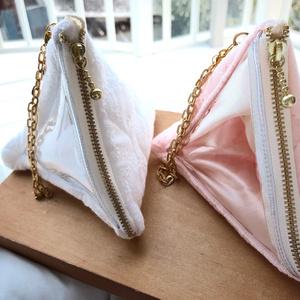 【もち・まんじゅう】トライアングルバッグチャーム (テトラポーチ)春色小花 ピンク、ホワイト
