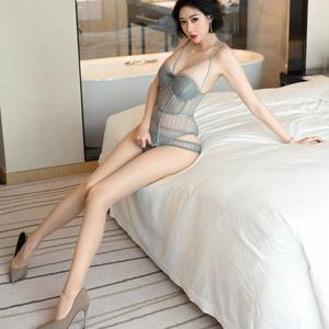 私は女の子のセクシーな美しさの前に自分を制御できませんでした(1)