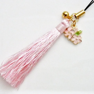 桜のタッセルストラップ