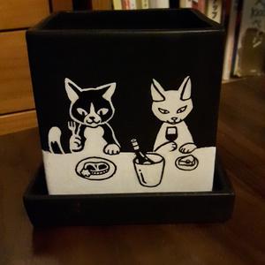 猫の食卓の植木鉢
