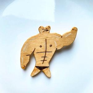 木製バッジ 筋肉キツネ ちょい焼けボディービルダー