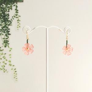 シバザクラのイヤリング〈ピンク〉