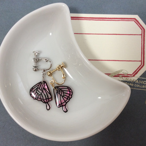 蝶の羽根のイヤリング/ピンク