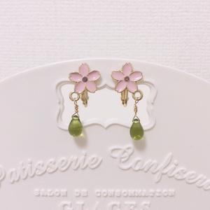 春の桜チャームイヤリング