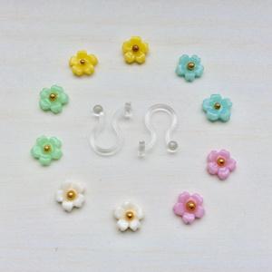 小さな小さなお花のノンホールピアス