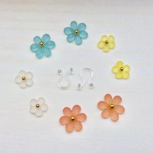 小さなお花のノンホールピアス【A】