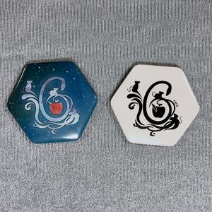 【NO.6】六角形ロゴ缶バッチ