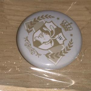 ボイス企画『声で勝ち取る騎士戦争』騎士団紋章缶バッチ・ホワイトファルシオン