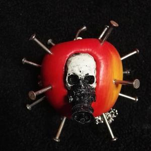 毒リンゴネックレス(ガスマスク)