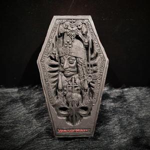 小林義和 彫刻「ヴラディスラウス・ドラクリヤ」