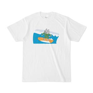 サーフィンする猫ちゃんのTシャツ