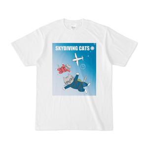 スカイダイビングする猫ちゃんたちのTシャツ