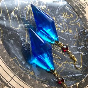 サファイア魔法石 当店オリジナル宝石の国のようなペンデュラムレジン ピアス イヤリング