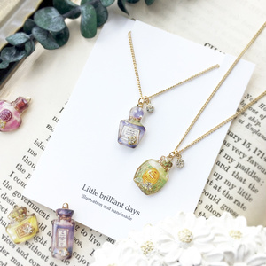 Perfume bottle necklace 香水瓶のネックレス