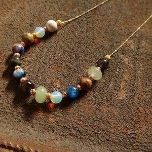 宝石綴りのネックレス