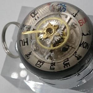 懐中時計仕立てのキーホルダー