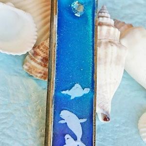 白イルカのペンダント