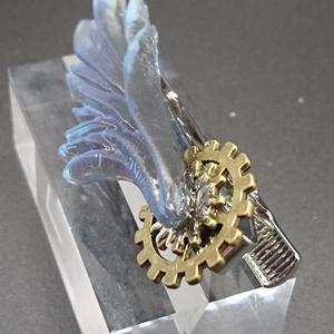 碧い翼のネクタイピン