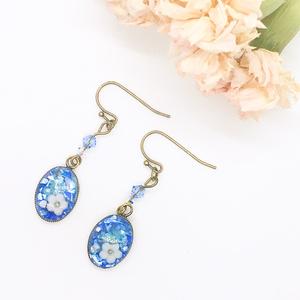 青いキラキラお花のレジンピアス