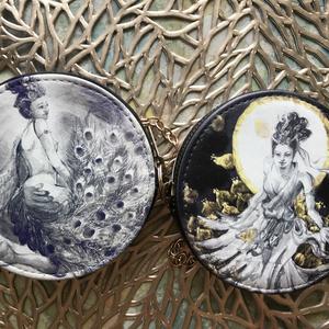 太陽と月の女神 レザーコインケース チェーン付き