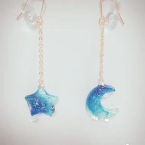 溶け浮かぶ月と星