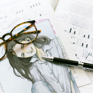 メガネ拭き(『羣青』メガネのほうの女)