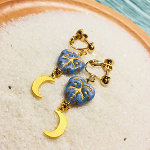 <イヤリング>輝く月と儚い青/ユエルン