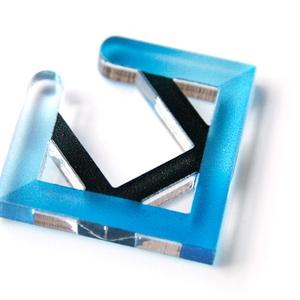 【square_blue】イヤカフ│アクリルアクセサリー││ユニーク│個性的│メンズ│かっこいい│四角│ストリート
