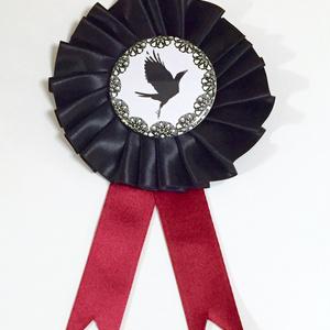 鴉の濡れ羽ロゼット