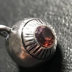 【試作品】ガーネットの水晶体の眼球チャーム