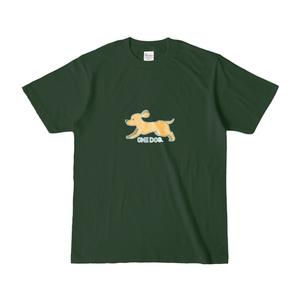 走るオレンジの犬のTシャツ(濃い緑)
