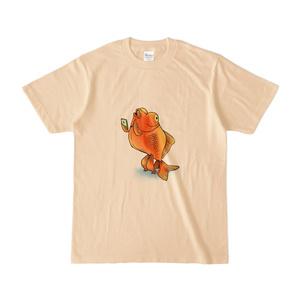 スマホを使いこなす二足歩行金魚Tシャツ(ナチュラル)