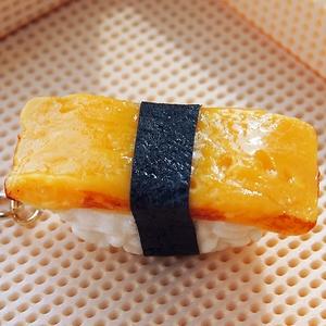 お寿司屋さんの食品サンプル(ギョク(卵))のキーホルダー