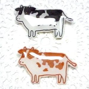 牛さんブローチ