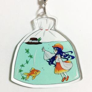 蓬莱巫女と金魚のアクリルストラップ(蓬莱人形レーベルの子)