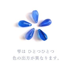 青い雫のペンダント