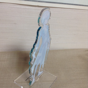 「結晶を抱く人魚サヤハ」のアクリルフィギュア