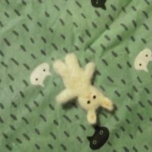 ウサギ(ちいさいなかま)羊毛ブローチ