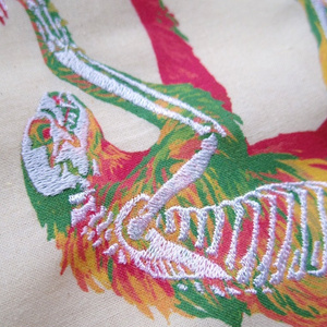 フタユビナマケモノのホネ刺繍マルシェバッグ