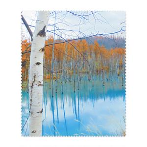 メガネ拭き—白樺の紅葉と青い湖面2