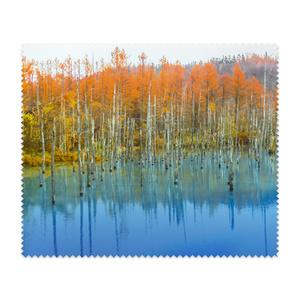 メガネ拭き—白樺の紅葉と青い湖面3