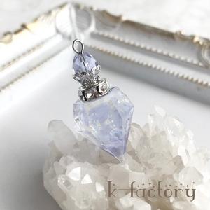 宝石の香水瓶ネックレス(オーロラ)レジン製