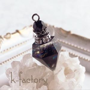 宝石の香水瓶ネックレス(魔女の秘薬・グレー)レジン製
