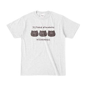 じと目にゃんこ犇めき Tシャツ
